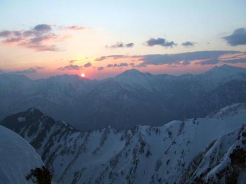 070504_池平山手前のコルから見る後立山の夜明け